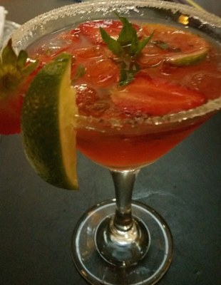Strawberry and lychee mojito