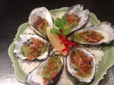 Thai oysters & crispy pork belly